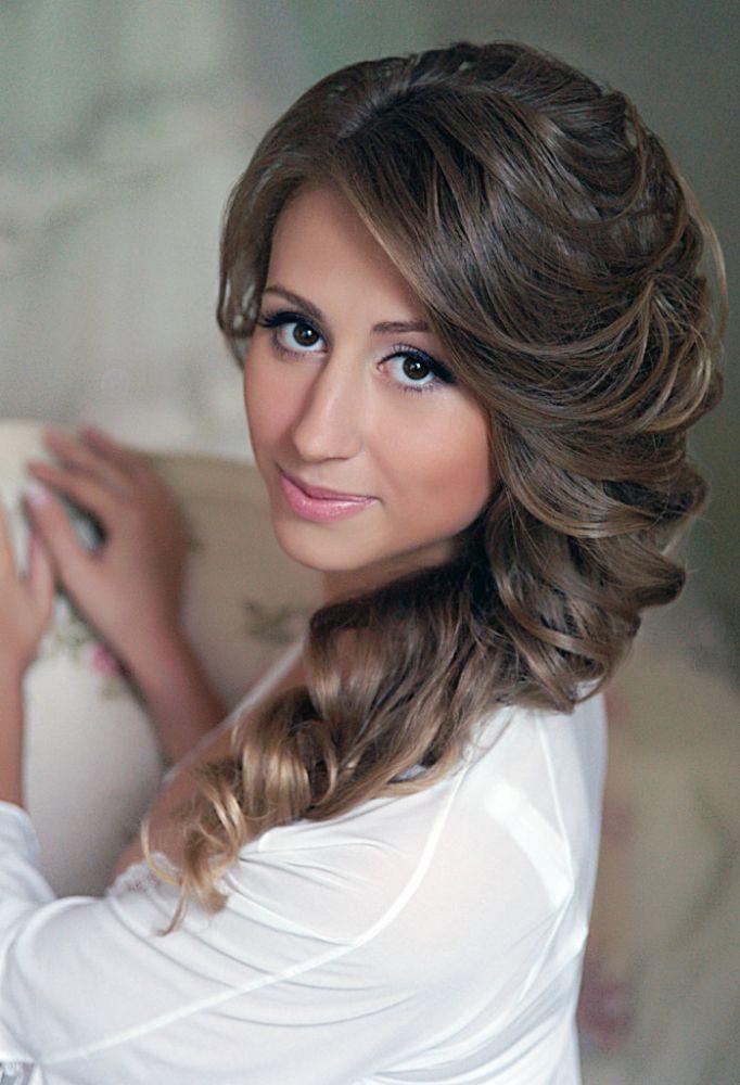 Причёски на каре с чёлкой на свадьбу фото
