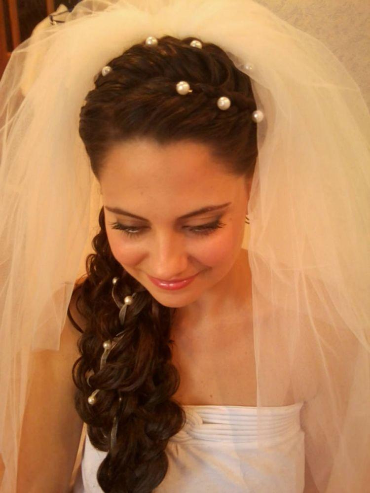 Прически невесте на длинные волосы с фатой