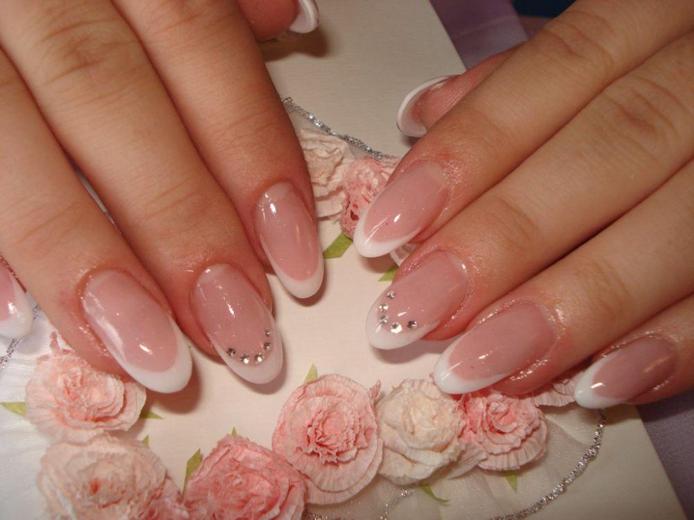 Свадебный маникюр на круглые ногти