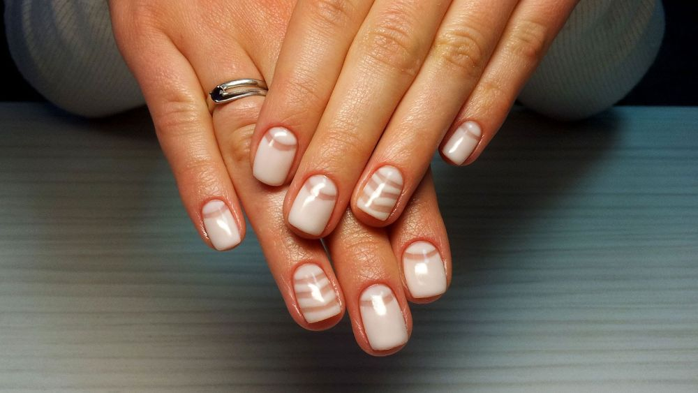 Как сделать прозрачные лунки на ногтях гель лаком